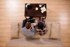 Los estudiantes juntan la preparación para los exámenes Visión superior Foto de archivo libre de regalías