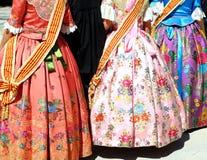 Los fallas del traje de Falleras visten al detalle de Valencia Imagenes de archivo
