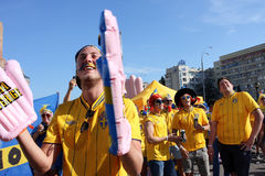 Los fanáticos del fútbol suecos se divierten durante el EURO 2012 Fotos de archivo libres de regalías