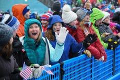 Los fans de la raza animan durante la raza del eslalom de las mujeres durante Audi FIS Ski World Cup fotos de archivo