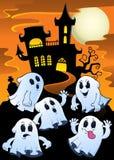 Los fantasmas acercan al tema 1 de la casa encantada Imagen de archivo libre de regalías