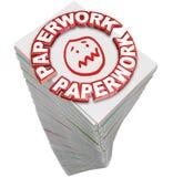Los ficheros de papeles de la pila de la pila del papeleo completan el trabajo ocupado ilustración del vector