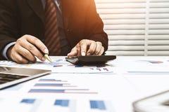 Los financieros son impuesto personal calculador imagen de archivo