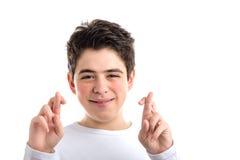 Los fingeres cruzados como gesto afortunado por los jóvenes latinos mooth-pelaron a BO Fotografía de archivo libre de regalías
