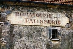 Los franceses Boulangerie y la pastelería cuecen la muestra de la tienda Foto de archivo libre de regalías