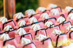 Los Frucht backt auf einem Buffet zusammen stockfotos