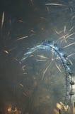 Los fuegos artificiales de Noche Vieja en Londres Fotos de archivo libres de regalías