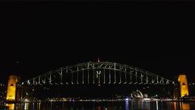 Los fuegos artificiales de Noche Vieja en Sydney Harbor Bridge 02 almacen de video