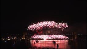 Los fuegos artificiales de Noche Vieja en Sydney Harbour Bridge en 60fps-3 almacen de metraje de vídeo