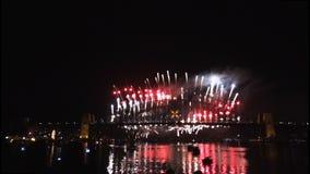 Los fuegos artificiales de Noche Vieja en Sydney Harbour Bridge en 60fps-4 almacen de metraje de vídeo