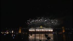 Los fuegos artificiales de Noche Vieja en Sydney Harbour Bridge en 60fps-7 almacen de video