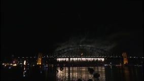 Los fuegos artificiales de Noche Vieja en Sydney Harbour Bridge en 60fps-6 metrajes