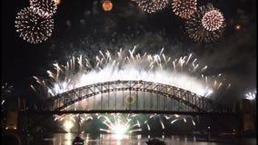 Los fuegos artificiales de Noche Vieja en Sydney Harbour Bridge en 60fps-9 metrajes
