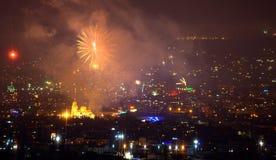 Los fuegos artificiales de Noche Vieja en Varna Imágenes de archivo libres de regalías