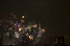 Los fuegos artificiales del Año Nuevo en Berlín con la TV se elevan Fotografía de archivo libre de regalías