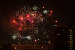 Los fuegos artificiales del Año Nuevo en Berlín con la TV se elevan Foto de archivo libre de regalías