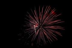 Los fuegos artificiales encienden para arriba el cielo Imagen de archivo libre de regalías