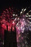 Los fuegos artificiales exhiben con una torre en el primero plano Fotos de archivo