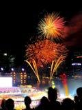 Los fuegos artificiales exhiben durante el ensayo 2013 del desfile del día nacional (NDP) Fotos de archivo libres de regalías