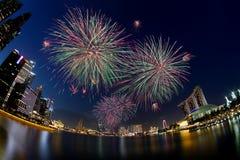 Los fuegos artificiales exhiben en Marina Bay Sands, Singapur Fotografía de archivo libre de regalías