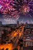 Los fuegos artificiales festivos del Año Nuevo sobre La Habana, Cuba Fotos de archivo