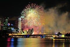 Los fuegos artificiales visualizan durante desfile del día nacional Imagenes de archivo