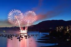 Los fuegos artificiales visualizan en la bahía inglesa Imagenes de archivo