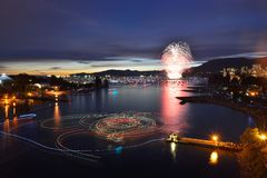 Los fuegos artificiales visualizan en la bahía inglesa Fotografía de archivo