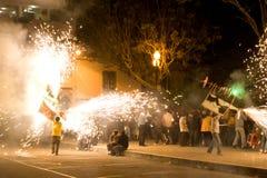 Los fuegos artificiales visualizan en Loja Ecuador. Fotografía de archivo