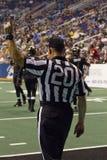 Funcionarios de fútbol de la arena en el juego de Arizona Rattlers Foto de archivo libre de regalías