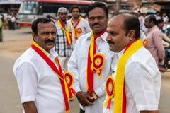 Los funcionarios políticos en Karnataka Rajyotsava desfilan, Mellahalli I imagenes de archivo