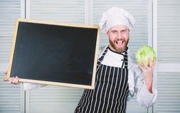 Los fundamentos de la cocina vegetal Educaci?n de cocinar y de la preparaci?n de comida Clase principal de ense?anza del principa fotos de archivo libres de regalías