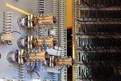 Los fusibles de cerámica viejos en el panel de control  Imagenes de archivo