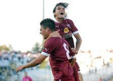Los futbolistas felices celebran una meta Imagenes de archivo