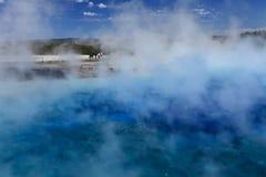 los géiseres reúnen en el parque nacional de Yellowstone foto de archivo