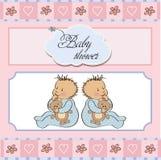 Los gemelos del bebé riegan la tarjeta Imagenes de archivo
