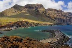 Los Gigantes山在海湾的在蓬塔del Teno特内里费岛 免版税图库摄影