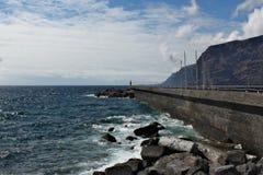 Los Gigantes -在特内里费岛的火山的海岸线 免版税库存照片