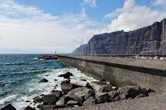 Los Gigantes -在特内里费岛的火山的海岸线 库存图片