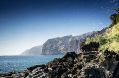 Los-gigantes Klippen fahren Markstein in Süd-Teneriffa-Insel spai die Küste entlang Stockfotografie