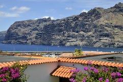Los Gigantes y sus acantilados famosos en Tenerife Imagenes de archivo
