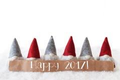 Los gnomos, fondo blanco, mandan un SMS a 2017 feliz Foto de archivo