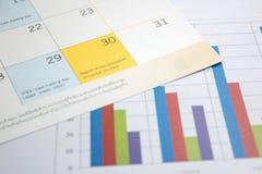 Los gráficos financieros diagram para el negocio del trabajo y económico Imágenes de archivo libres de regalías