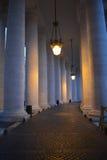 Los grandes pilares que rodean el Vaticano Imagenes de archivo