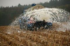 Los granjeros checos ordeñan protesta Fotografía de archivo