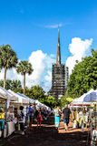 Los granjeros comercializan en Marion Square Park, rey Street, Charleston, SC Imágenes de archivo libres de regalías