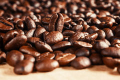 Los granos de café asados, pueden ser utilizados Fotos de archivo libres de regalías