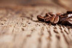 Los granos de café asados, pueden ser utilizados Foto de archivo libre de regalías