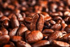 Los granos de café asados, pueden ser utilizados Imagen de archivo libre de regalías