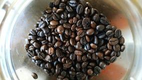 Los granos de café asados, pueden ser utilizados como fondo fotos de archivo